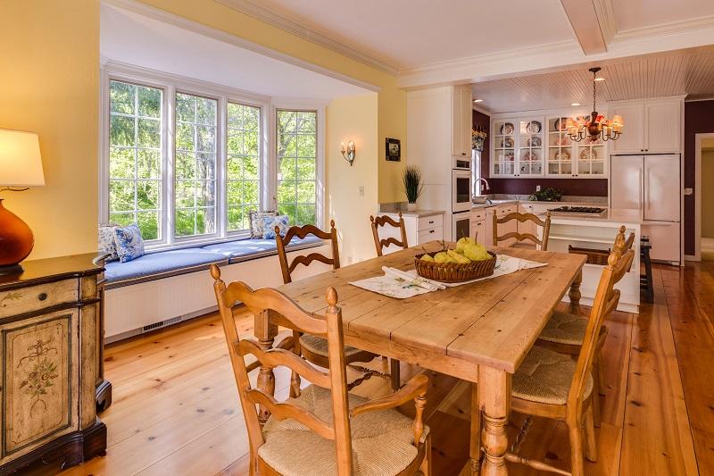 I tavoli da cucina sono il centro delle nostre case
